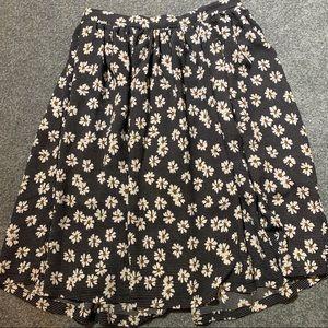 Women's Daisy midi skirt size Medium.